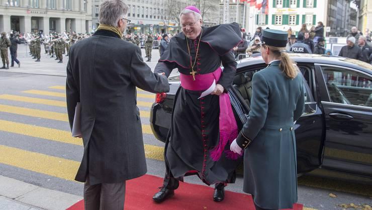 Mit wehendem Gewand: Der neue Nuntius, Thomas Gullickson, beim Neujahrsempfang im Bundeshaus am 13. Januar.