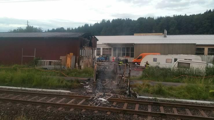 Der Brand ereignete sich in unmittelbarer Gleisnähe.