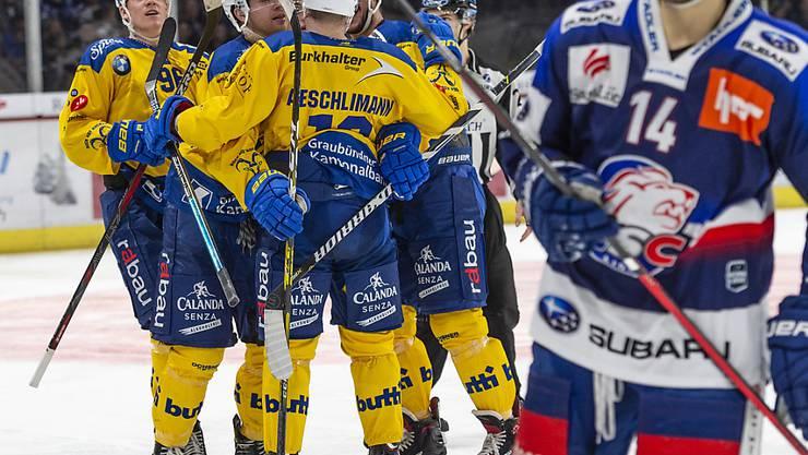 Der HC Davos bejubelt im ausverkauften Hallenstadion den ersten Sieg seit dem Spengler Cup
