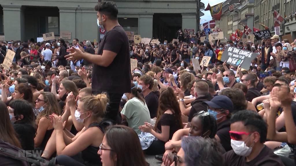 Mega-Demo in Bern: Tausende demonstrieren gegen Rassismus