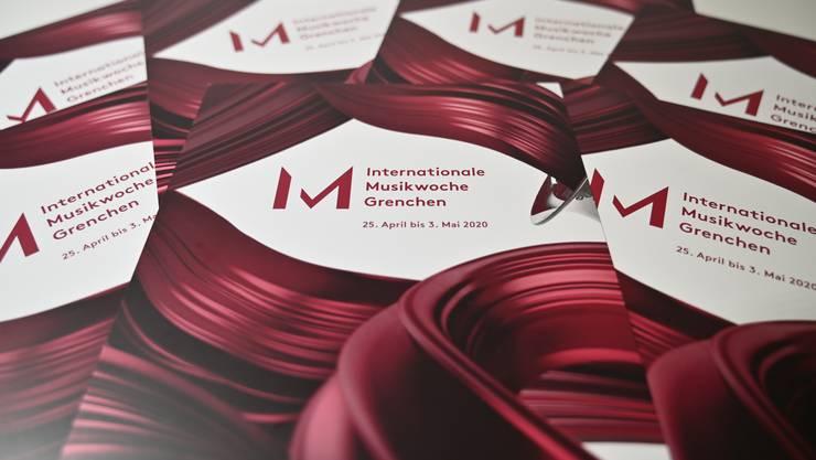 Die augenfälligen Flyer zur internationalen Musikwoche Grenchen liegen an verschiedenen Orten auf.
