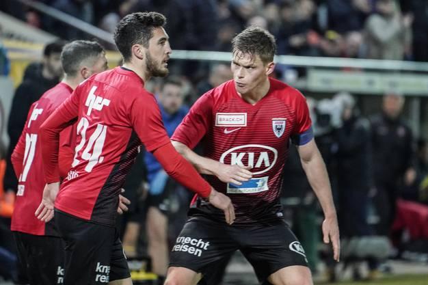 Der FC Aarau führt zur Pause mit 2:0 und hat alles im Griff.