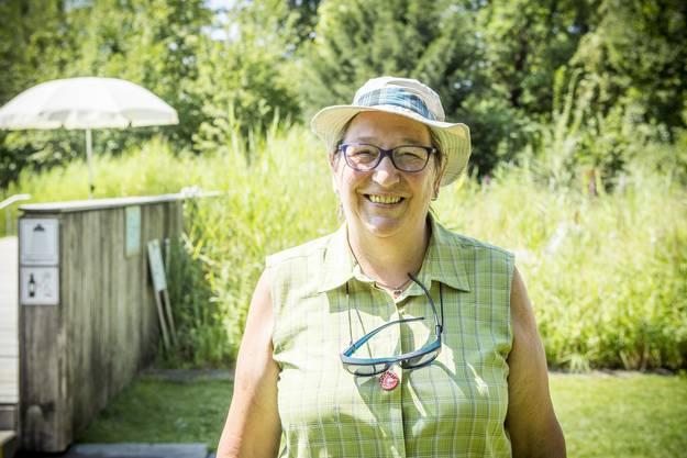 «Ein kühles Getränk hilft mir immer bei diesem Wetter», sagt Trudi Wiederkehr aus Niederrohrdorf AG. Den Hut trage sie als Schutz vor Sonnenbrand.
