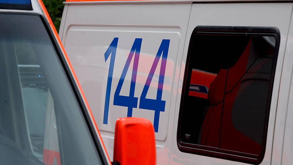 Bei Motorradunfällen verletzten sich mehrere Personen und mussten von der Rettung ins Spital gebracht werden. (Symbolbild)