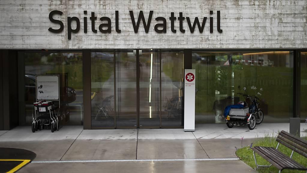 Der St.Galler Kantonsrat hat am Dienstag eine Interpellation zur Spitalpolitik für dringlich erklärt. Darin wird gefordert, die Spitalverbunde aufzulösen. (Symbolbild)