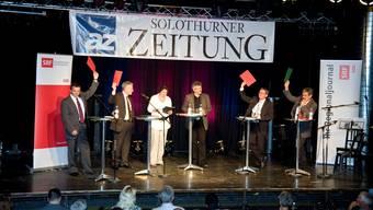 Wobmann, Fluri, Bischof und Zanetti (mit roten oder grünen Karten, v.l.) beim Wahlpodium der az Solothurner Zeitung und des Regionaljournals.  Sahli