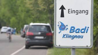 Bei der Badi Klingnau gibt es laut Repol seltener Parkplatz-Not als in Döttingen.