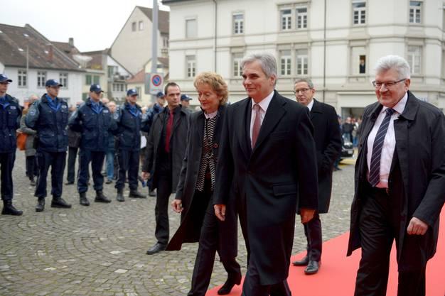 Am 21. November 2014 kommt der österreichische Bundeskanzler Werner Faymann zu Besuch nach Aarau. Brogli empfängt ihn ebenso wie Bundesrätin Eveline Widmer-Schlumpf.