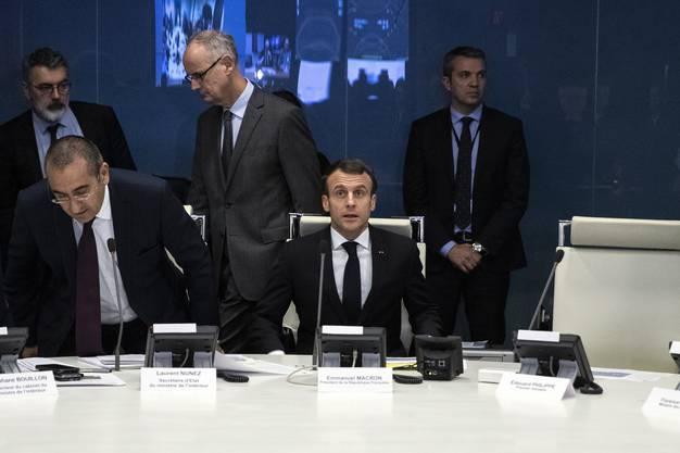 Präsident Macron tritt noch am Dienstagabend vor die Medien.