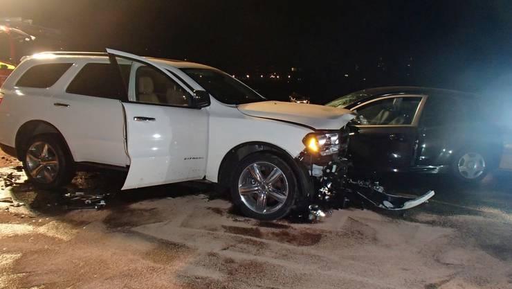 Beim Unfall kollidierte eine 34-jährige Ford-Fahrerin aus noch ungeklärten Gründen frontal mit einem aus Richtung Nussbaumen entgegenkommenden Dodge.