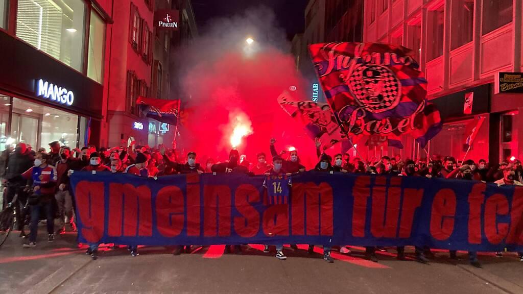 Protestmarsch von FC Basel-Fans gegen Vereinsführung