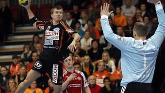 Kadette Leszek Starczan überwindet den dänischen Keeper Pedersen