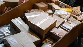 Auch dieses Jahr dürfte die Post an Weihnachten einen neuen Paketrekord verzeichnen. (Symbolbild)