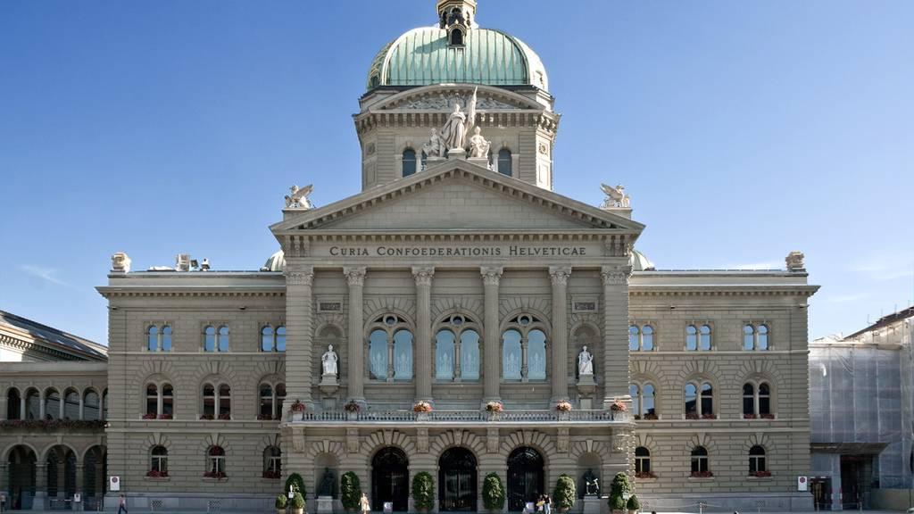 Gewerkschaften demonstrieren in Bern