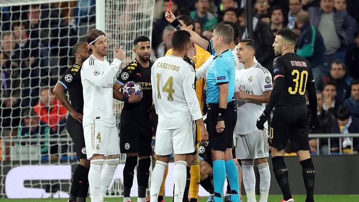 Zwischen Manchester City und Real Madrid treffen zwei Favoriten sogleich aufeinander. Im Hinspiel sah Real-Captain Sergio Ramos die rote Karte.