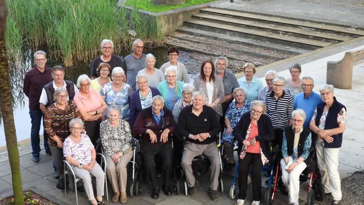 Gruppenfoto der Teilnehmenden und Helfenden: Die Ferienwoche lässt viele schöne Erinnerungen an die gemeinsamen Erlebnisse in der Ferienwoche im Tessin zurück.