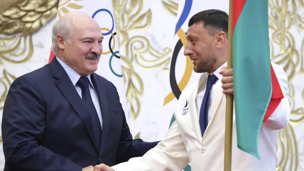 Kristina Timonowskaja fürchtet die Rückkehr nach Belarus, wo Präsident Alexander Lukaschenko (NOK Präsident bis 2020) und Sohn Viktor Lukaschenko (Nachfolger) auch im Sport ein strenges Regime führen