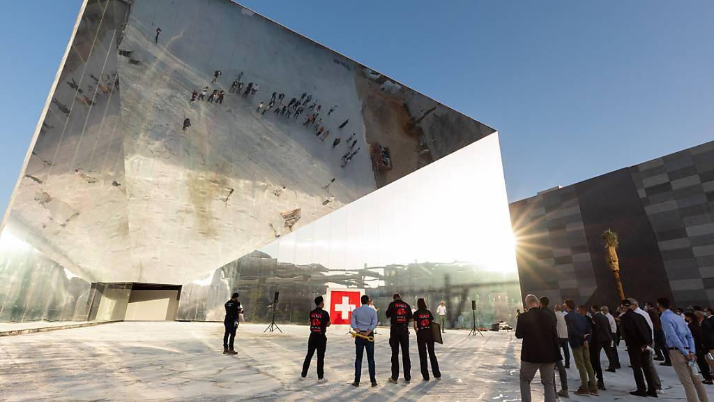 Der Schweizer Pavillon mit Spiegelfassade an der Weltausstellung in Dubai. (Archivbild)