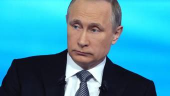 """Für ihn ist der Fall klar: Wieder einmal versucht der Westen, Russland zu schaden - zum Beispiel mit Enthüllungen wie in den """"Panama Papers"""". Der russische Präsident erklärte im Fernseh-Frage-und-Antwort-Spiel am Donnerstag seinen Landsleuten die Weltlage, wie er sie sieht."""