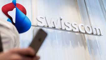 Der Telekomkonzern gerät wegen seiner Panne unter Beschuss. Swisscom müsse nun die Verantwortung übernehmen, fordern Politiker.