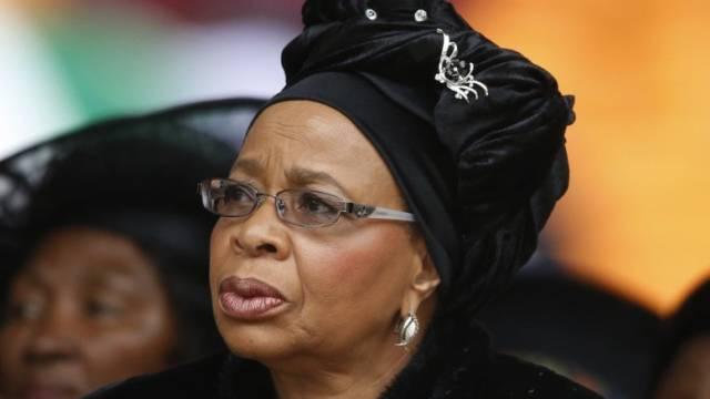 Mandelas Witwe Graça blickt nach Trauer-Halbjahr nach vorn (Archiv)