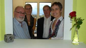Bruno Breitschmid (Präsident), Ursula Märki (Teamleiterin), Walter Schmid (Vizepräsident) und Bernadette Sutter (Vorstandsmitglied, von links) am neuen Empfangsschalter des Kindes- und Erwachsenenschutzdienstes Bezirk Bremgarten.