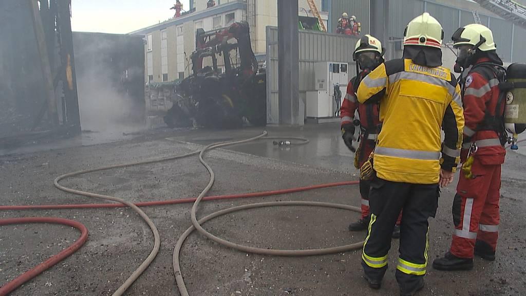 Maienfeld (GR): Grosser Sachschaden bei Brand von Produktionshalle