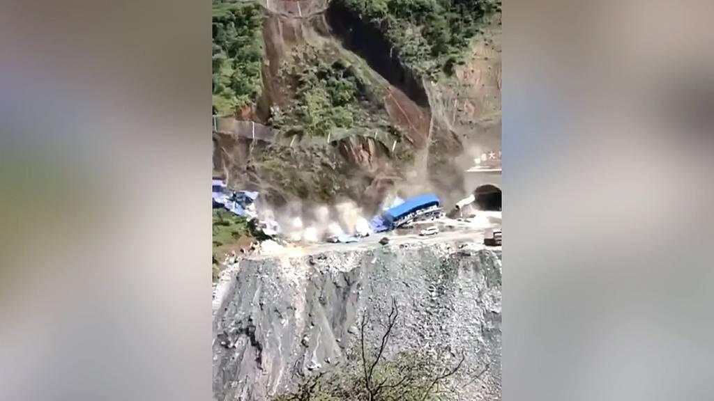 China: Erdrutsch begräbt Wohnheim für Bauarbeiter unter sich
