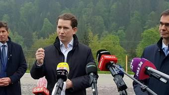 Sebastian Kurz verkündet – ganz ohne Maske – die Grenzöffnung mit Deutschland. (Bild: Keystone)
