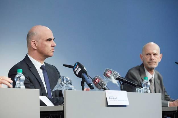 Gefragte Männer: Gesundheitsminister Alain Berset und Daniel Koch vom Bundesamt für Gesundheit während einer Pressekonferenz in Luzern.