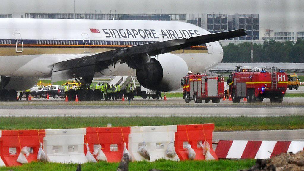 Eine Boeing 777 der Singapur Airlines musste am Montag auf dem Flughafen von Singapur notlanden. Im rechten Triebwerk war Feuer ausgebrochen. Menschen kamen nicht zu Schaden.