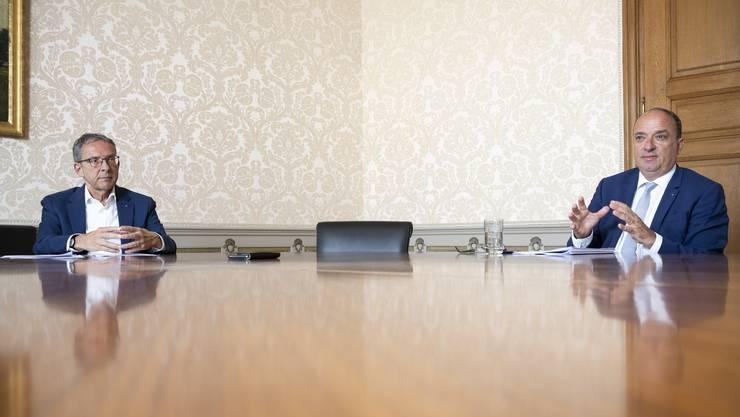 Landammann und Finanzdirektor Markus Dieth (rechts) und Volkswirtschaftsdirektor Urs Hofmann beim Doppelinterview im Regierungsgebäude.