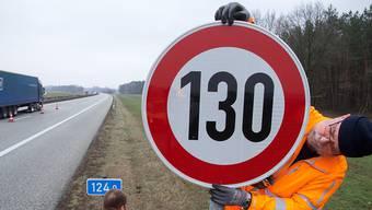 Auf deutschen Autobahnen wird es auch künftig kein generelles Tempolimit geben. Der Vorschlag einer Höchstgeschwindigkeit von 130 Stundenkilometern ist im Bundesrat gescheitert. (Symbolbild)