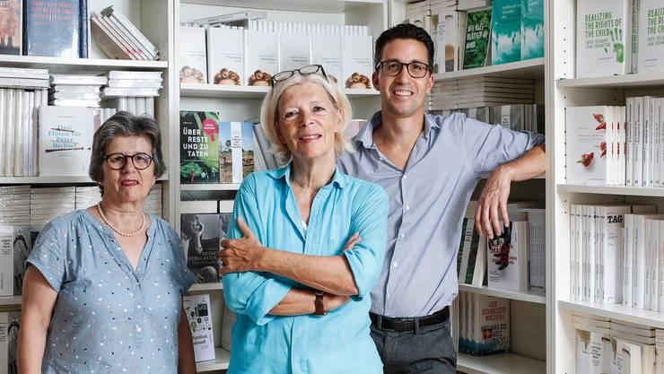 Von links nach rechts: Autorin Dagmar Schifferli, Verlegerin Anne Rueffer und Cheflektor Felix Ghezzi.