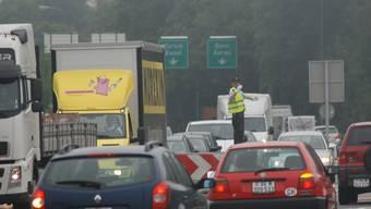 Wie kriegt man die Lenzburger Verkehrsprobleme, hier auf dem A1-Zubringer, in den Griff? Darüber wurde am Samstag an der Lega diskutiert.