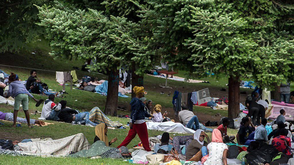 Im italienischen Grenzort Como halten sich seit etwa Mitte Juli rund 500 Migranten auf. (Archivbild)