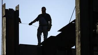Der Arbeitnehmer-Dachverband Travail.Suisse kritisiert, dass Lebensversicherungen mit der beruflichen Vorsorge von Angestellten zu viel Gewinn machen. (Symbolbild)