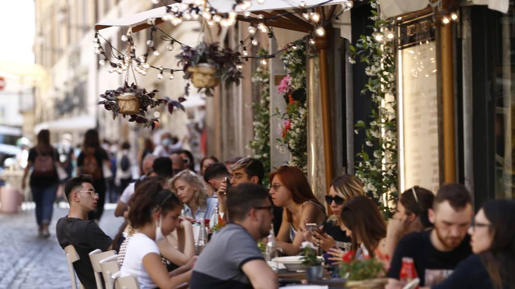 Italien lockert Corona-Regeln - Astrazeneca nur an Menschen über 60