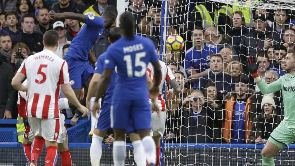 Antonio Rüdiger bringt Chelsea gegen Stoke in Führung.