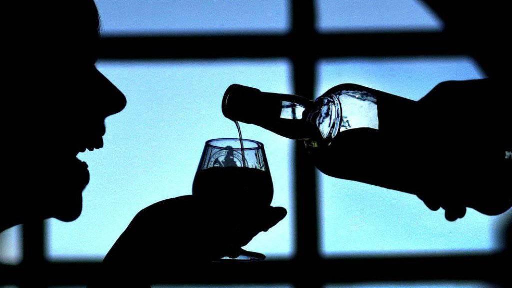 Durstiger Einbrecher: Noch am Tatort leerte ein Kiosk-Einbrecher in Wil SG eine Flasche Whisky. (Symbolbild)