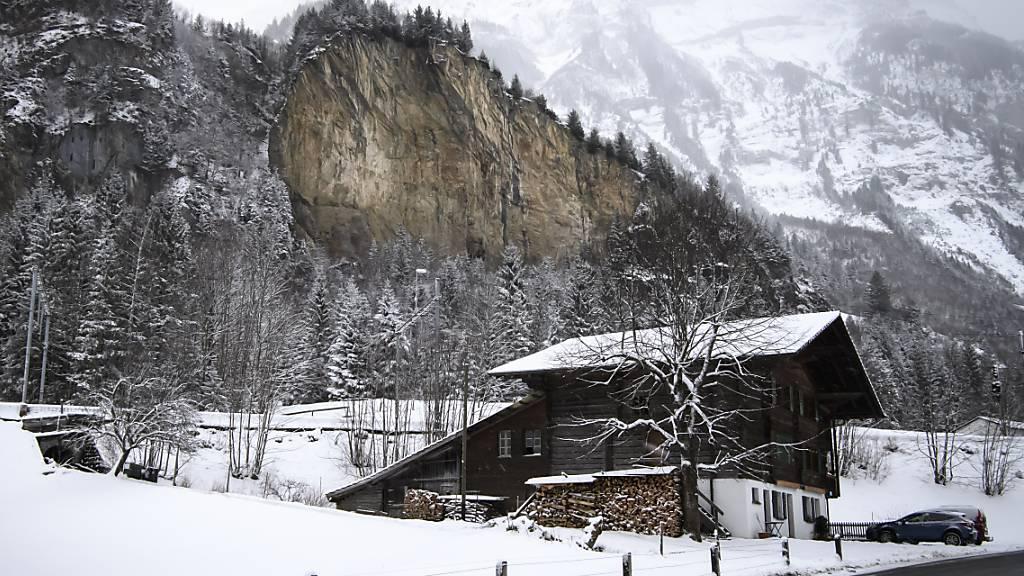 Im Fels oberhalb des Dorfes Mitholz BE lagern noch bis zu 3500 Tonnen Munitionsrückstände. (Archivbild)