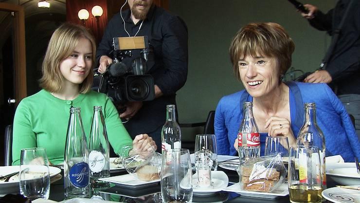 Ruth Humbel mit CVP-Mitarbeiterin Stefanie Egger im Bundeshaus-Restaurant.