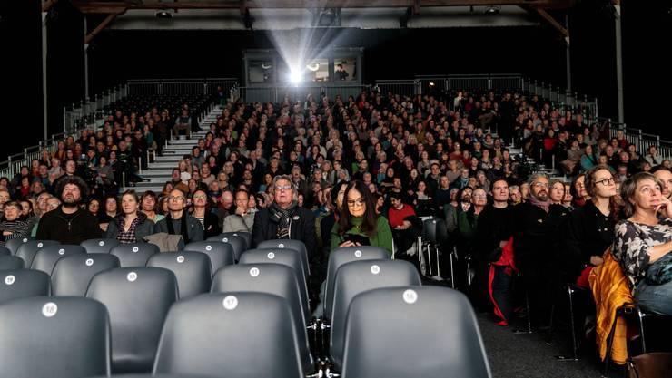 Die Reithalle füllte sich zur «Projection spéciale» der 55. Solothurner Filmtage zu gut drei Vierteln mit Publikum.