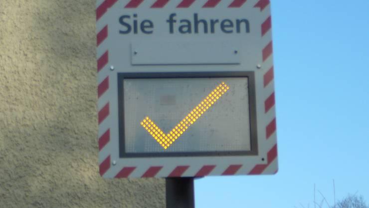 Info-Radar-Gerät in Ennetbaden an der Bachtalstrasse.