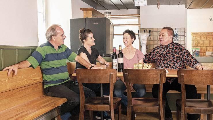 Voller Vorfreude: Robert Wernli, Irène Wernli, Claudia Welsch-Wernli und Koch Mike Rautenberg (v.l.) am neuen Stammtisch.