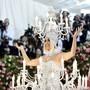 Bei der diesjährigen Met Gala in New York präsentierte sich Katy Perry am Montag als Kronleuchter.