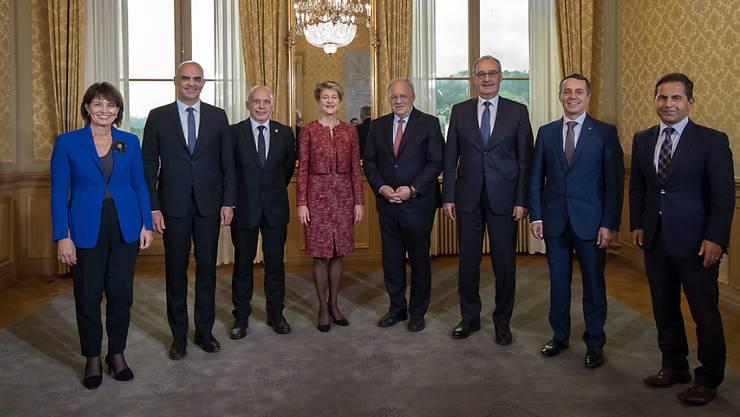 Wer übernimmt welches Departement? Das entscheidet der Bundesrat heute. Das neue Mitglied Ignazio Cassis muss bei der Verteilung hinten anstehen. (Archivbild)