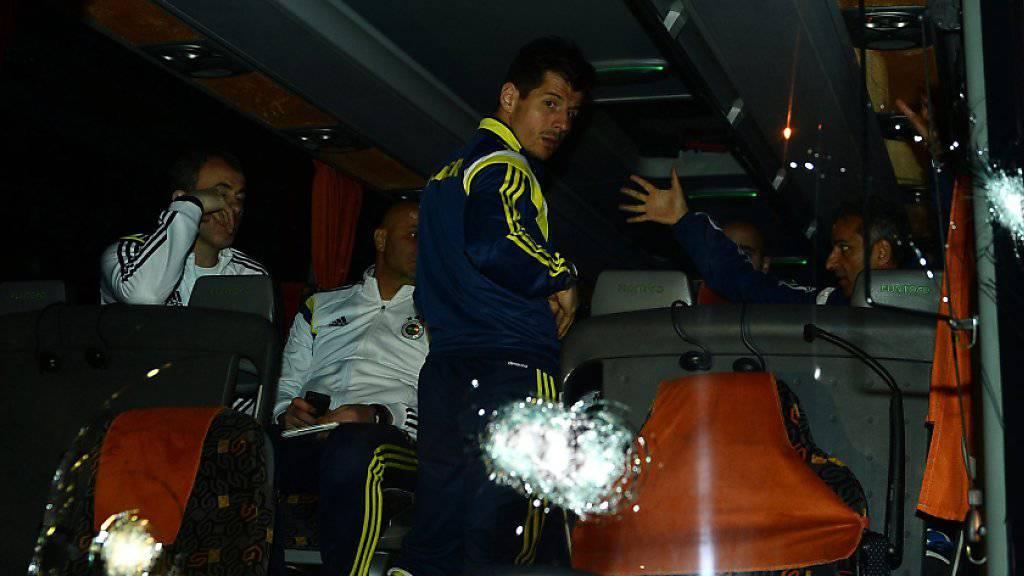 Captain Emre Belözoglu und das türkische Nationalteam erleben in Island einen unschönen Empfang. (Symbolbild)