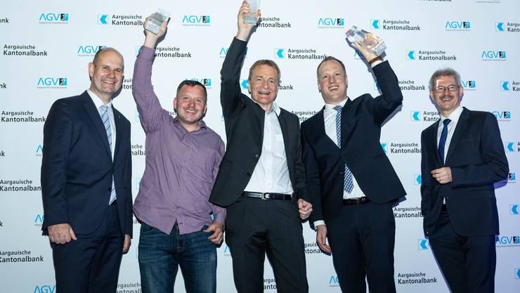 Dieter Widmer, Direktionspräsident der AKB, mit den Gewinnern Felix Pratter, Hans-Jörg Bertschi, Marco   Killer und Gewerbeverbandspräsident Kurt Schmid.