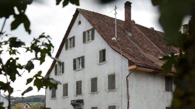Eine Gruppe von Parlamentariern will, dass der Kronenplatz inklusive «Altem Bären» im Besitz der Stadt bleibt.